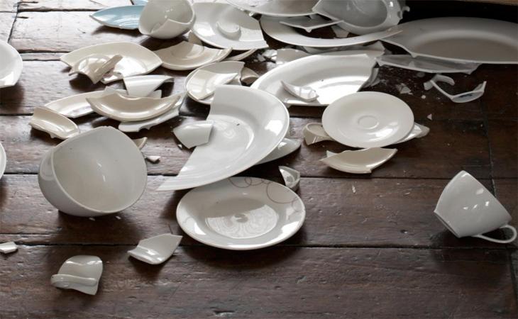 Đồ dùng trong nhà nếu có gì hỏng hóc hoặc sứt mẻ nên sửa chữa hoặc bỏ đi
