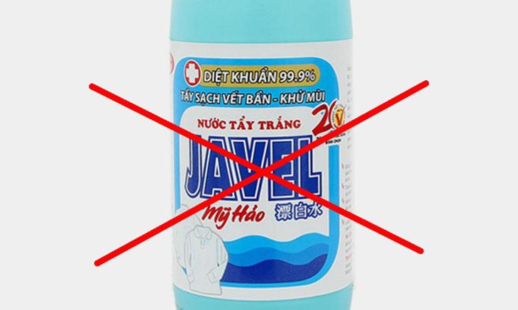 Tuyệt đối không dùng chất tẩy rửa mạnh