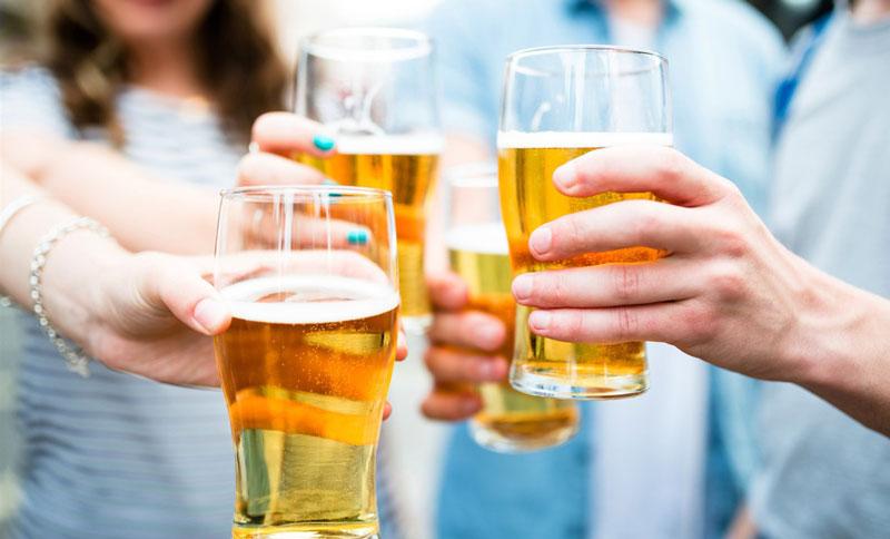 Sau khi uống rượu bia, bao lâu thì hết cồn?