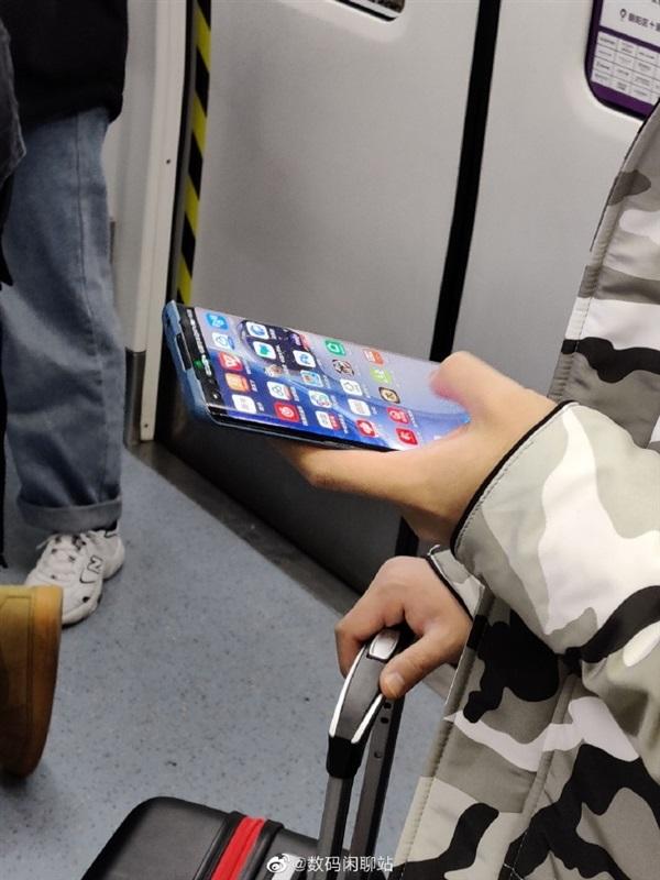 Mặt trước Huawei P40 Pro