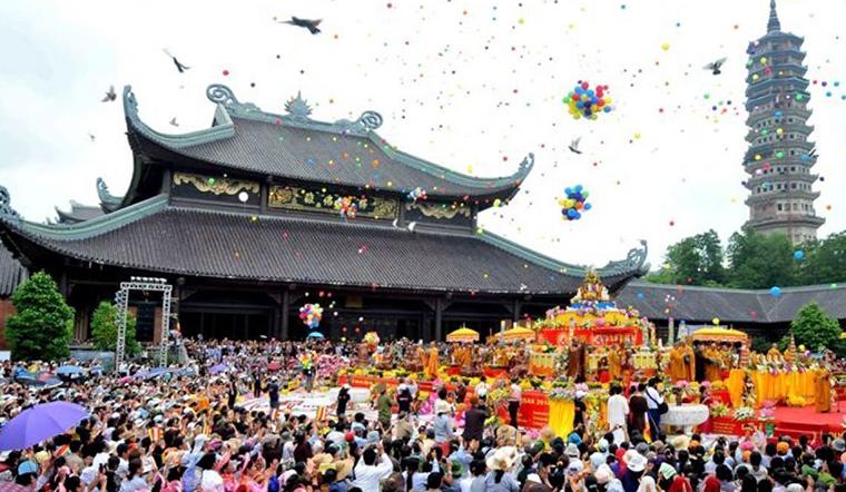 Đầu năm đi lễ chùa: sắm lễ, khấn thế nào, cầu gì cho đúng?