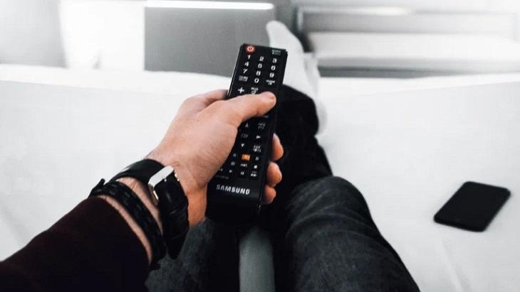 Bộ điều khiển từ xa (remote)