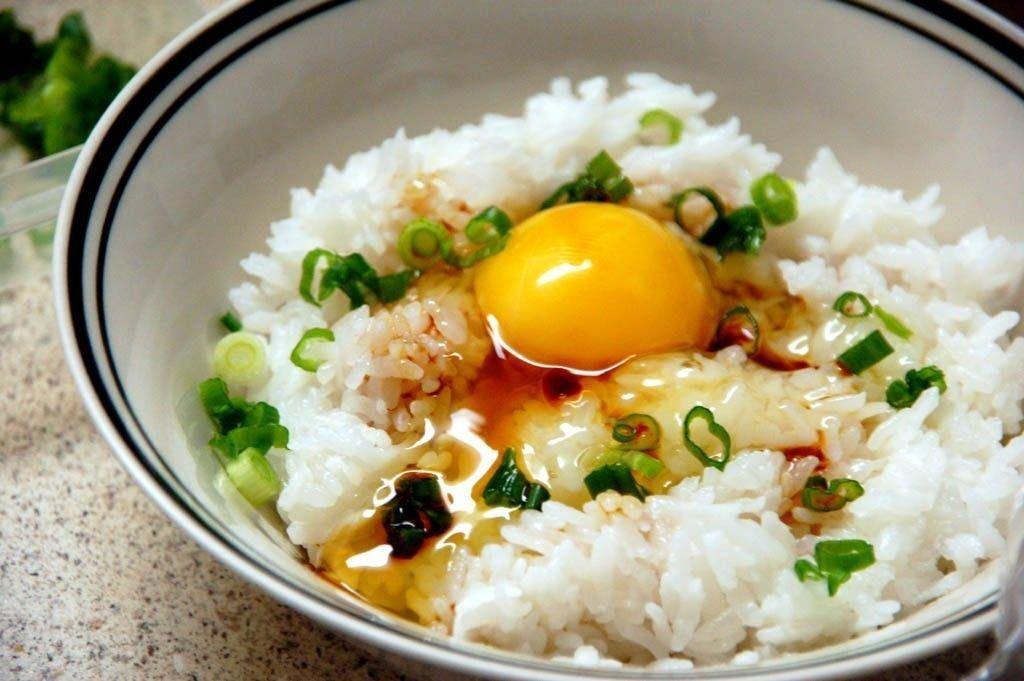 Tránh ăn trứng sống, vì vẫn có thể trực tiếp lây nhiễm