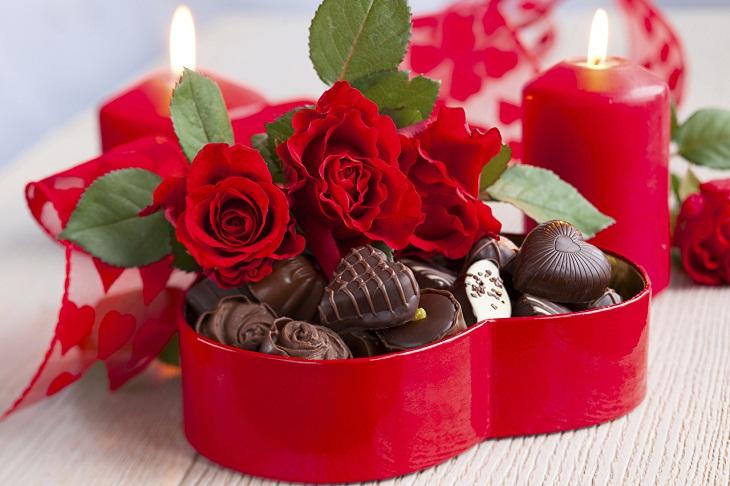 Hoa hồng đỏ và Sô cô la cho ngày Valentine Đỏ