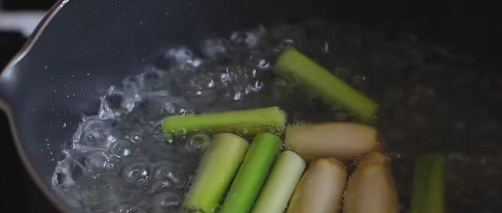 Bước 1 Nấu nước siro sả Nước chanh sả hạt chia