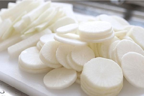 Sơ chế củ cải trắng