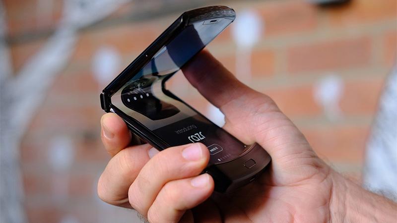 Bản lề của Motorola Razr 2019 bị gãy sau 27.000 lần gập thử nghiệm