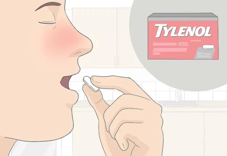 Uống thuốc giảm đau, giảm sốt