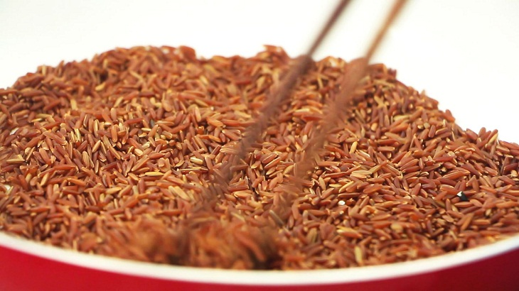 Bước 1 Rang gạo lứt Trà gạo lứt mật ong