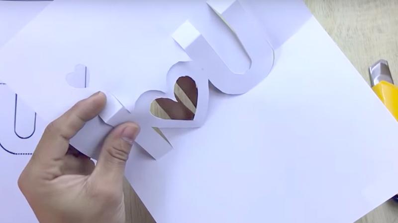Tự tay làm thiệp 3D trái tim tặng người yêu ngày Valentine