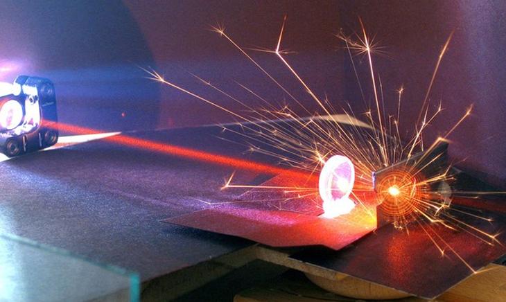 Tia laser là gì? Các loại tia laser, tác dụng và tác hại của tia laser - Ứng dụng trong khoa học và công nghệ
