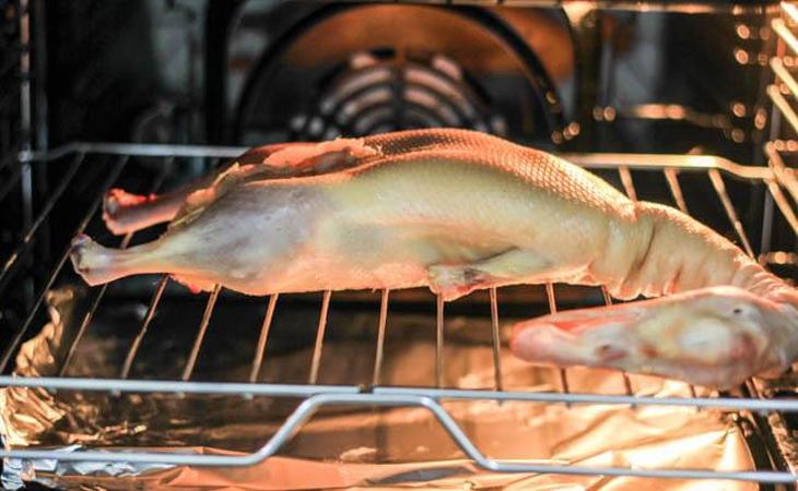 Bước 3 Nướng vịt trong lò Vịt quay Bắc Kinh