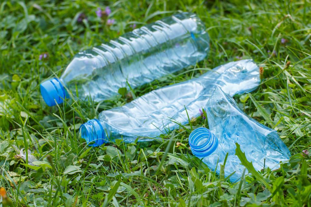 Hạn chế sử dụng chai nhựa 1 lần để bảo vệ môi trường