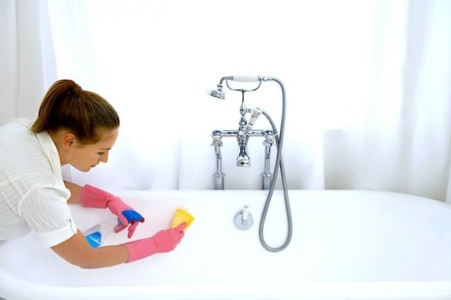 Làm sạch bồn tắm
