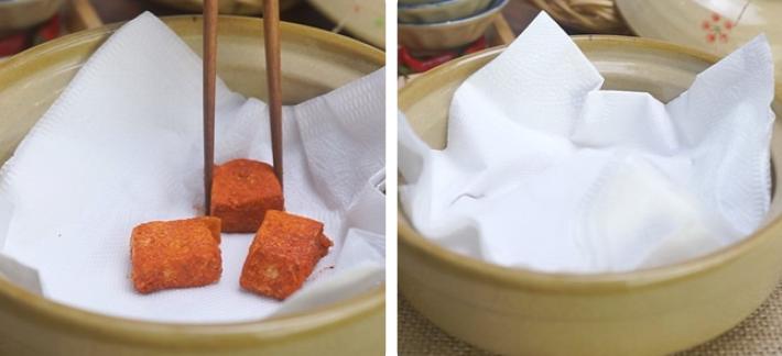 Bước 2 Ướp đậu với muối, ớt bột Cách làm chao