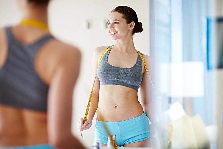 cơ thể có vòng eo và mông cân đối