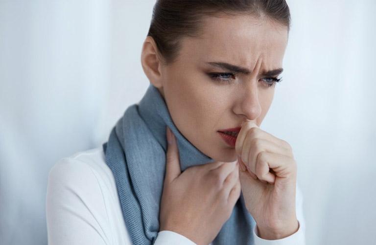 Độ ẩm không khí giảm khiến bạn dễ bị đau họng, nghẹt mũi