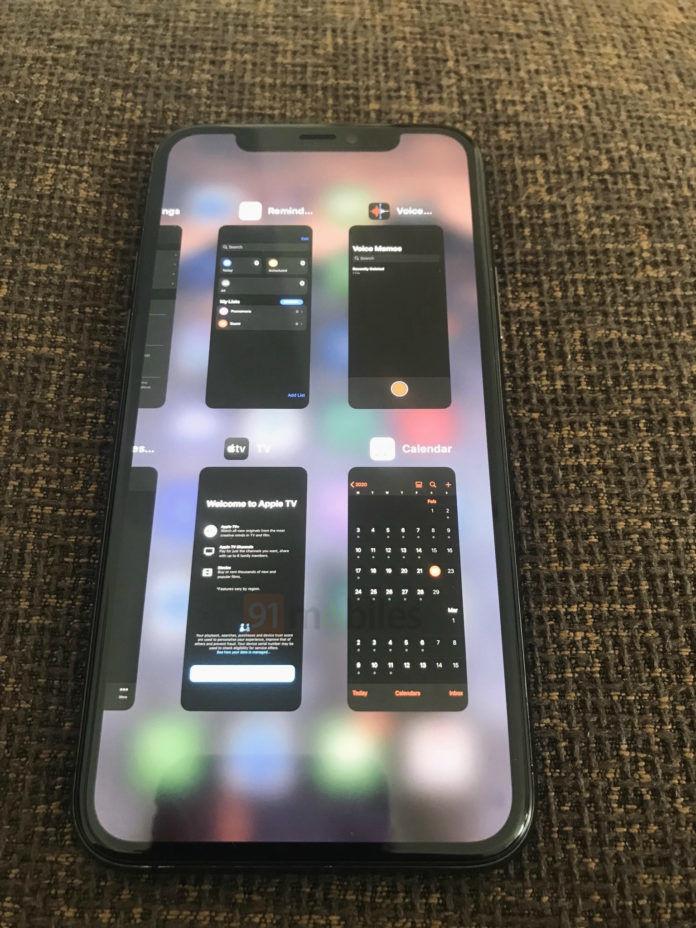 Hình ảnh trình đa nhiệm của iOS 14 trên iPhone 11 Pro Max, hiển thị 4 cửa sổ cùng lúc tương tự iPad