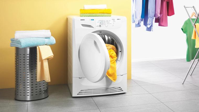 Dùng máy sấy quần áo vào mùa nồm