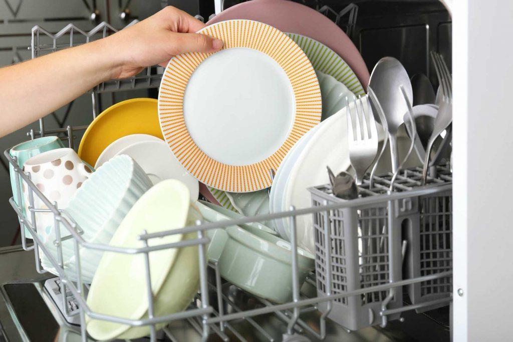 Chống mốc và khử khuẩn cho đồ dùng bằng cách dùng nước nóng