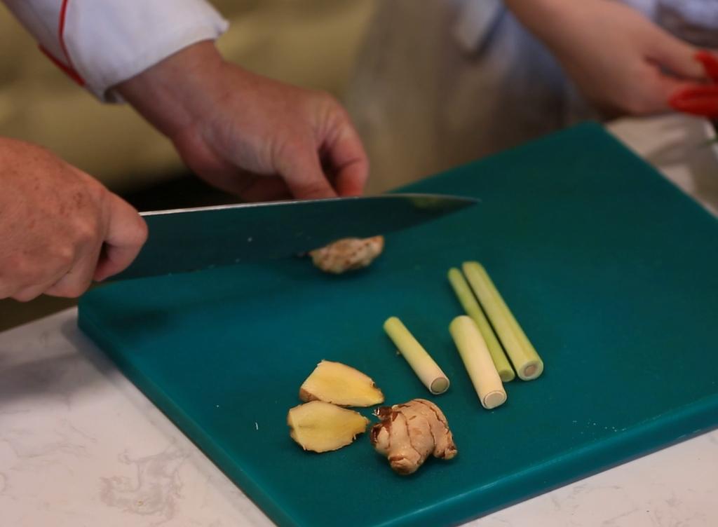 Bước 1 Sơ chế nguyên liệu Ốc len xào dừa
