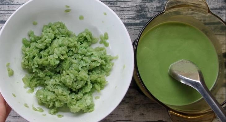 Bước 3 Trộn cốm với nước dừa Cốm dẹp trộn dừa