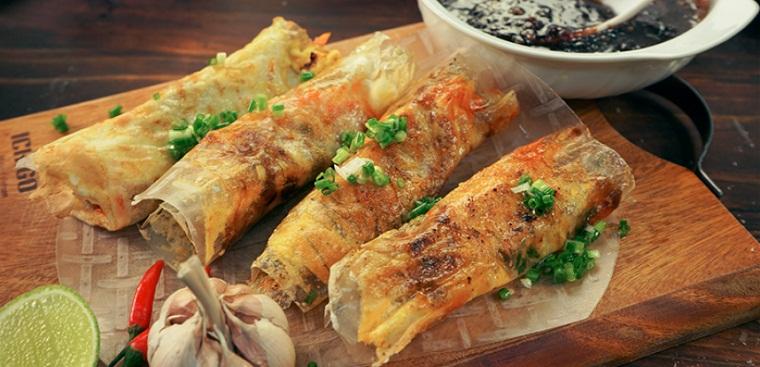 Bánh tráng mắm ruốc nướng bếp than và bánh tráng mắm ruốc bằng chảo chống dính