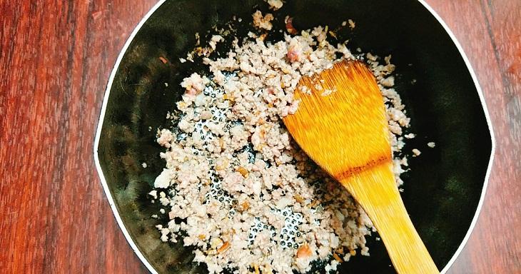Bước 2 Làm nhân bánh tráng mắm ruốc Bánh tráng mắm ruốc nướng bằng bếp than