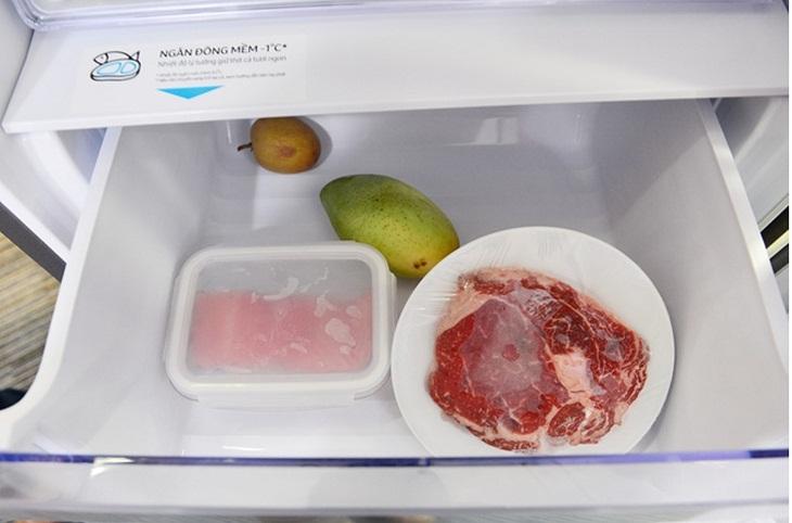 Dùng hộp nhựa cho tủ đông