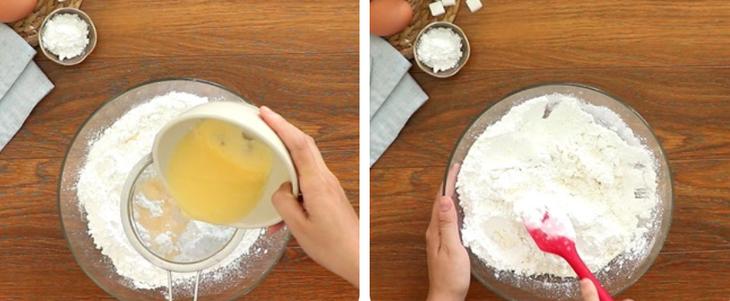 Bước 2 Trộn hỗn hợp bột Bánh tai yến
