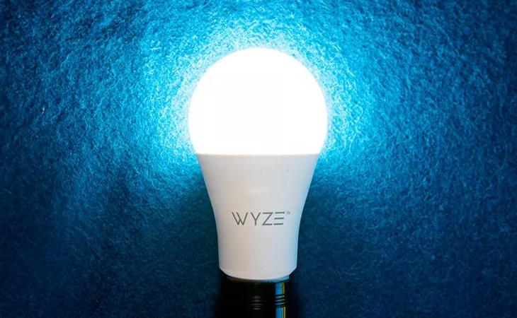 Đèn thông minh tự sáng khi có trộm