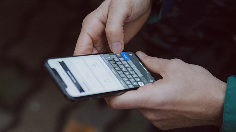 Smartphone màn hình thường vs Smartphone màn hình gập  Smartphone màn hình thường vs Smartphone màn hình gập photo 1526045612212 70caf35c14df 800x450
