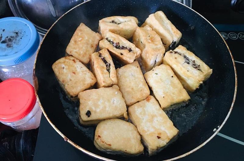 Chị Trang chia sẻ cách làm đậu hũ nhồi thịt món đơn giản và dễ ăn