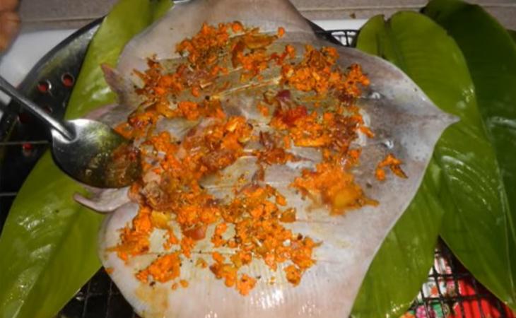 Bước 2 Ướp nghệ và nướng cá đuối Cá đuối nướng nghệ