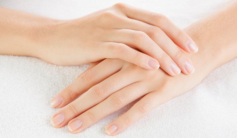 Móng tay sẽ cứng cáp không dễ gãy nữa nếu bạn áp dụng ngay những cách này