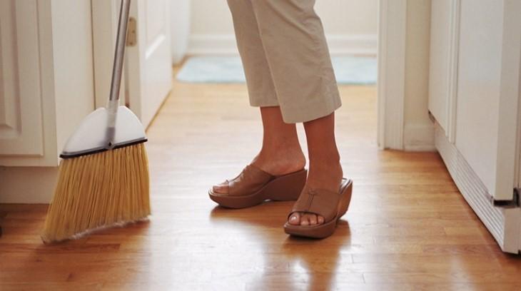 Quét sạch sàn nhà