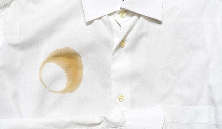 Tẩy vết cà phê trên áo, quần cực đơn giản với nguyên liệu này