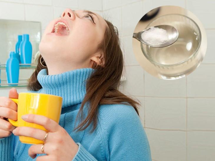 súc miệng bằng nước muối có thể diệt virus corona là hoàn toàn sai