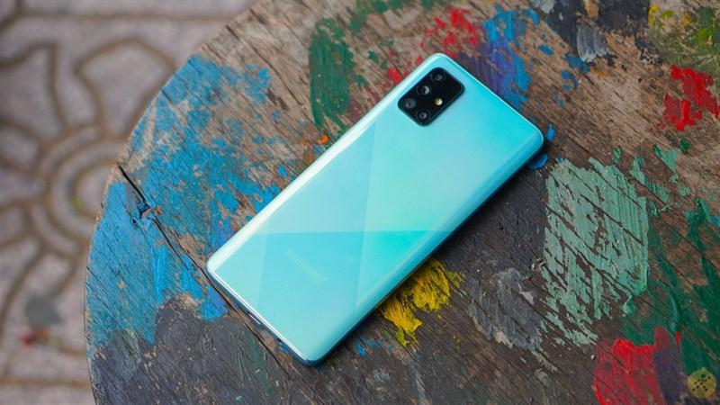 Galaxy A71 5G xuất hiện rồi này, màn hình nốt ruồi, 4 camera sau, vân tay dưới màn hình
