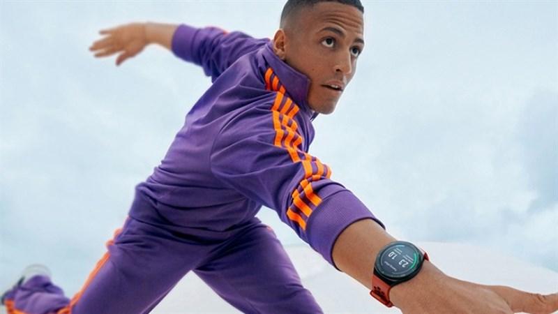 Ai thích đồng hồ thông minh giơ tay nào, Huawei Watch GT2e vừa ra mắt với kiểu dáng thể thao, pin 2 tuần, giá rẻ hơn