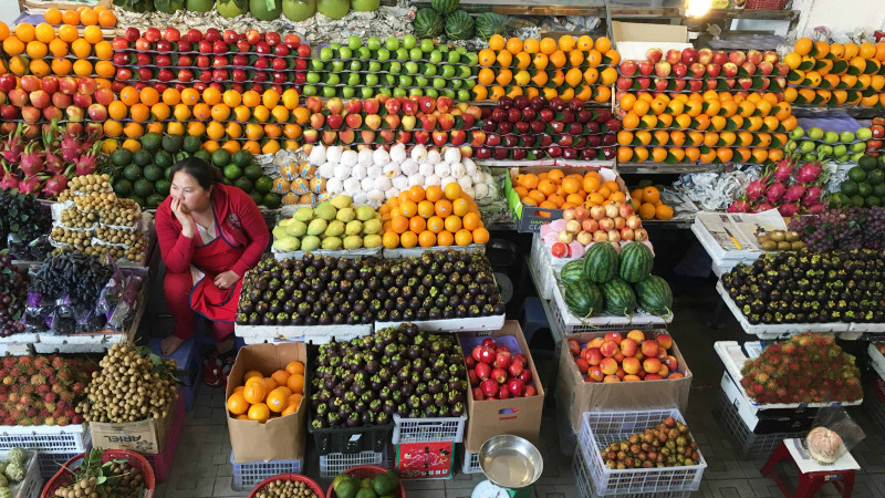 Các sạp trái cây mùa dịch cũng học cách bán online mùa dịch