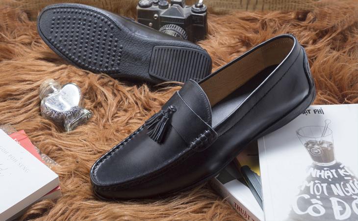 Với giày dép da