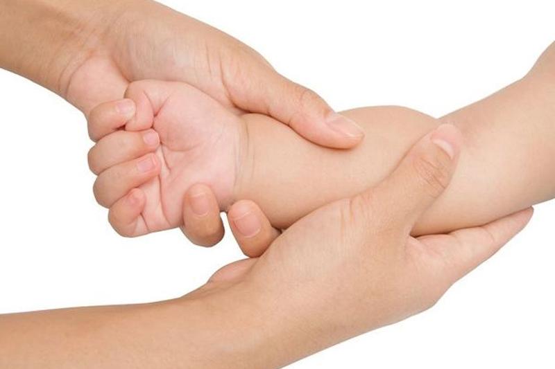 Các cách mát xa các mẹ nên áp dụng để giúp bé ăn ngon, ngủ ngoan