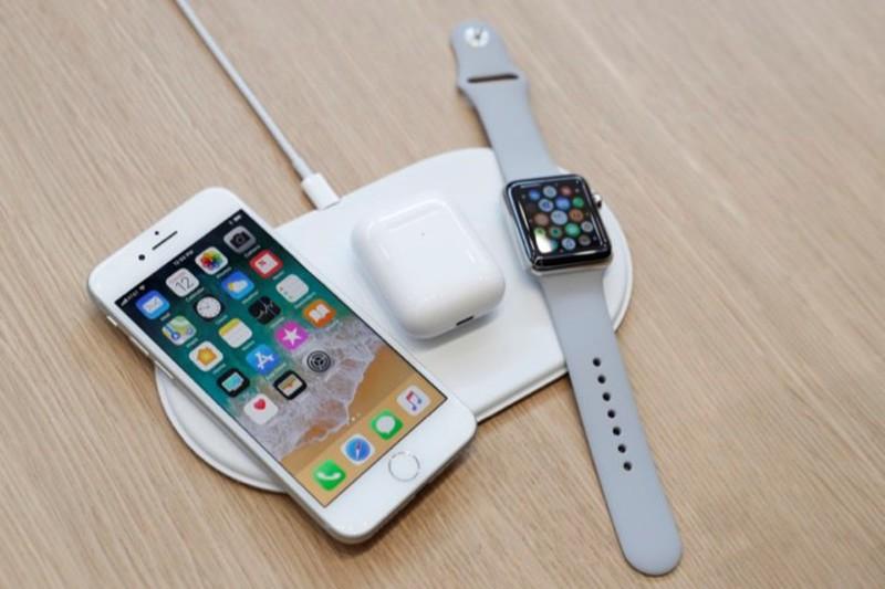 [Đâu Là Tốt #3] Sạc điện thoại có dây VS Sạc điện thoại không dây  Sạc điện thoại có dây đối đầu Sạc điện thoại không dây: Bạn thích tiện dụng hay thể hiện đẳng cấp? 180799 zwgh 800x533