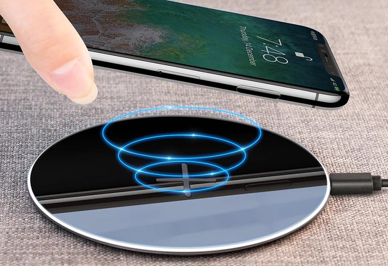 [Đâu Là Tốt #3] Sạc điện thoại có dây VS Sạc điện thoại không dây  Sạc điện thoại có dây đối đầu Sạc điện thoại không dây: Bạn thích tiện dụng hay thể hiện đẳng cấp? ezgif 3 87efa97fc5c6 800x550