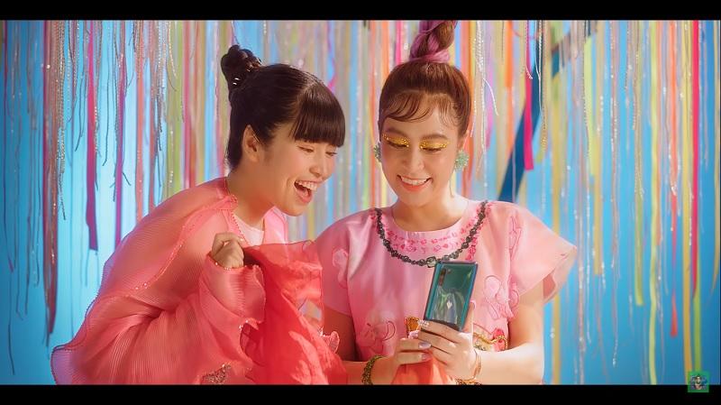 Vsmart Active 3 xuất hiện trong MV mới toanh của Hoàng Thùy Linh - Kẻ Cắp Gặp Bà Già