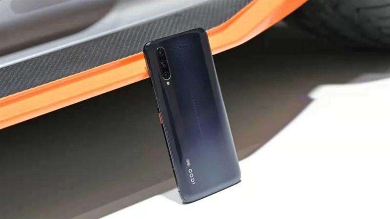 Để có giá rẻ nhất, iQOO Neo 3 sẽ dùng màn hình LCD nhưng tốc độ làm tươi vẫn rất cao, lên tới 120Hz