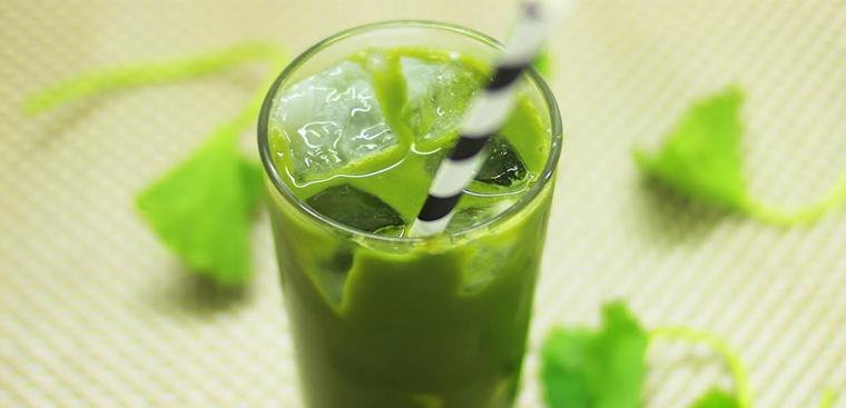 2 cách làm sinh tố rau má đậu xanh và sữa dừa giải nhiệt ngày hè