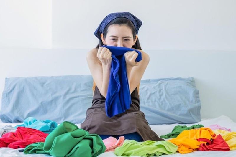 Sử dụng nước tẩy quần áo thông thường