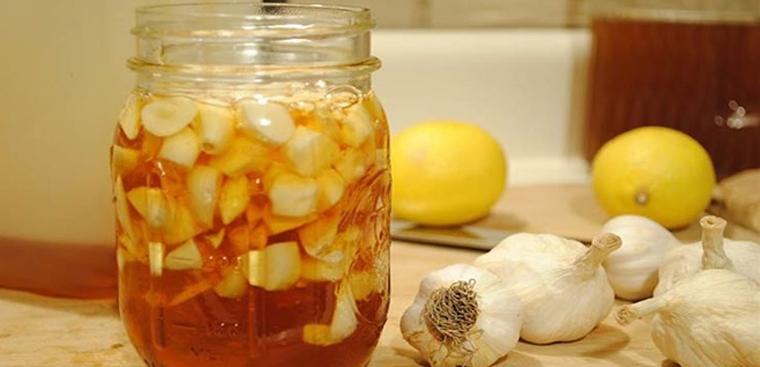 Tác dụng của tỏi ngâm mật ong và lưu ý khi sử dụng